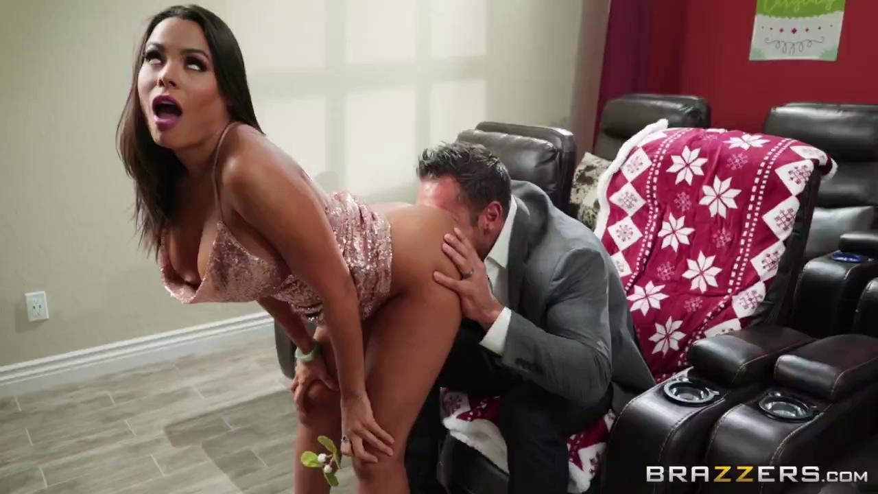 Horny For The Holidays: Part 3 Luna Star & Johnny Castle - Brazzers